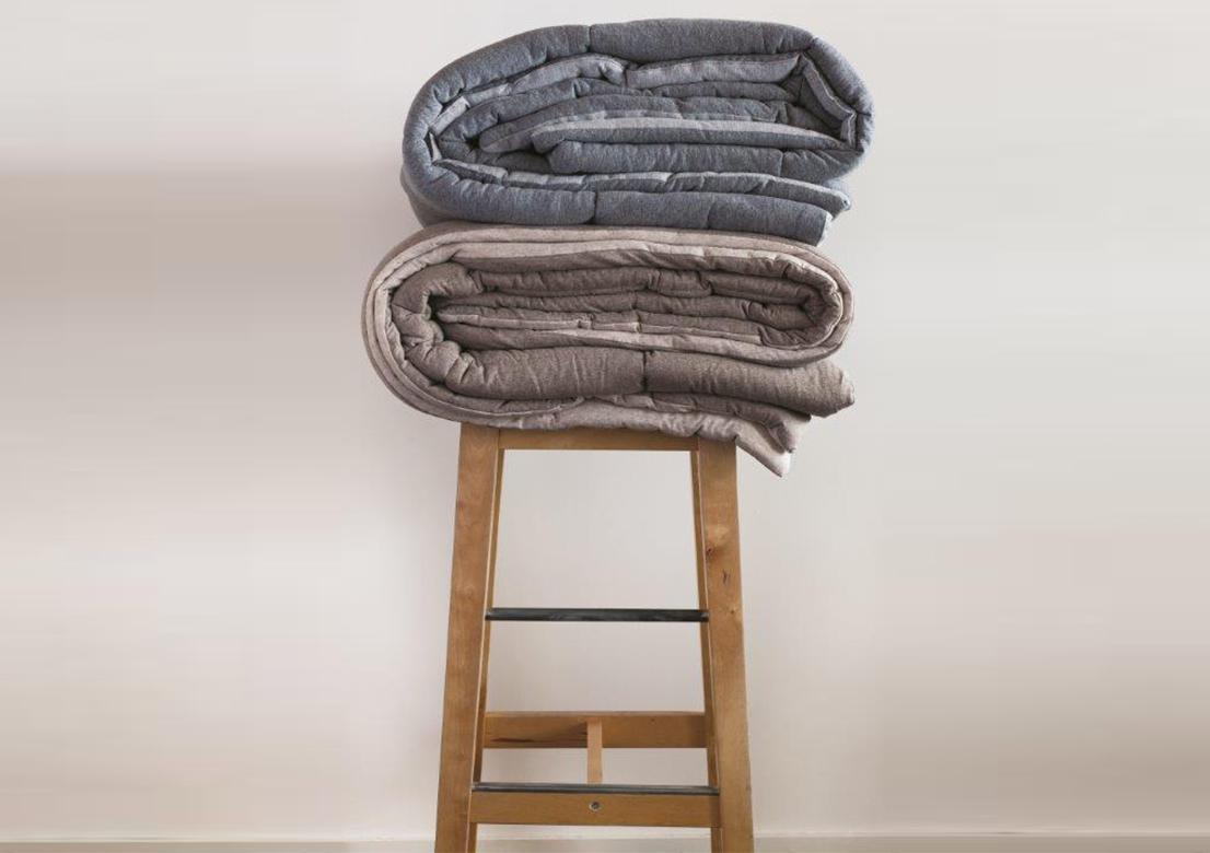 dessus de lit meg ve matelas gepo. Black Bedroom Furniture Sets. Home Design Ideas